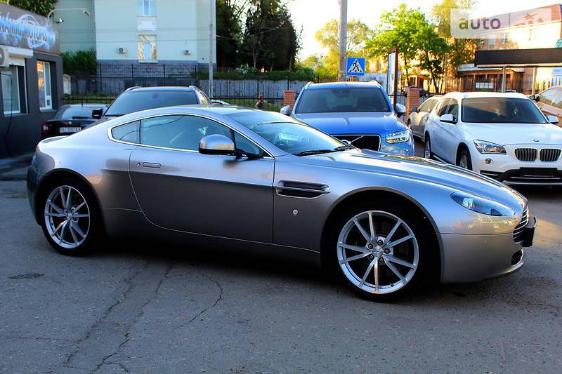 Aston Martin DB7 2010 року