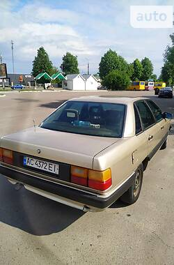 Седан Audi 100 1985 в Луцке