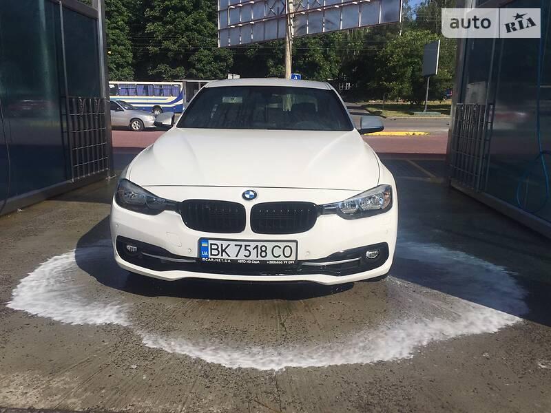Седан BMW 330 2017 в Рівному