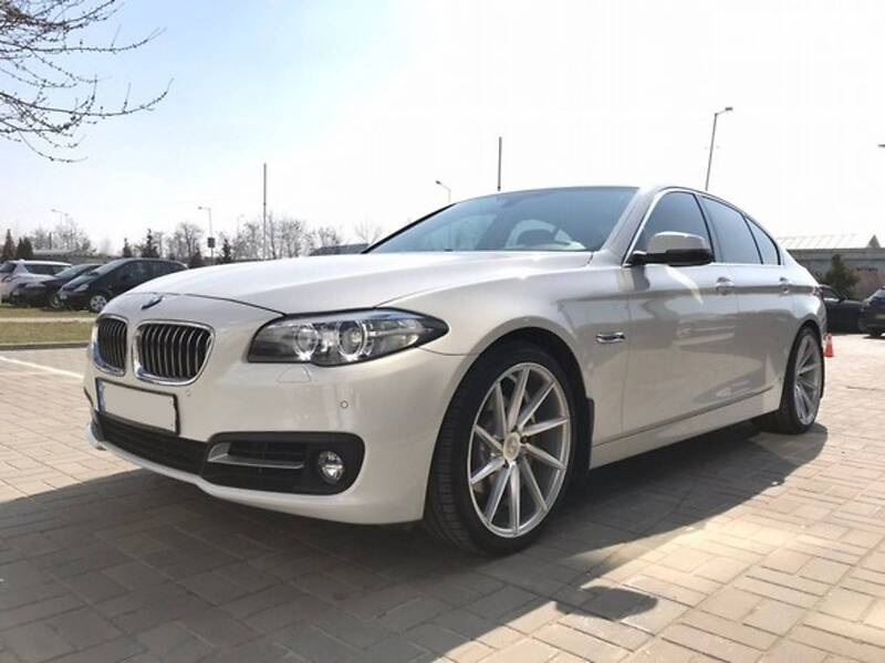 Седан BMW 528 2014 в Львові