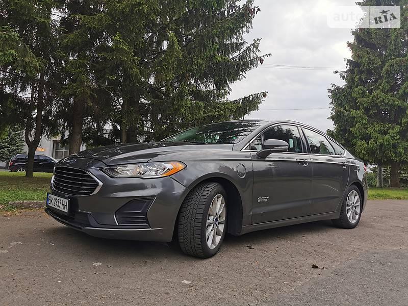 Седан Ford Fusion 2018 в Ровно