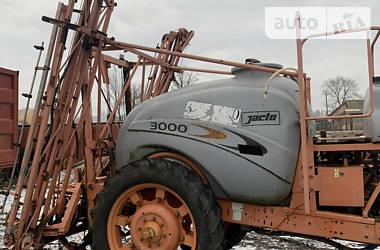 Опрыскиватели прицепные Jacto 3000 2010 в Остроге