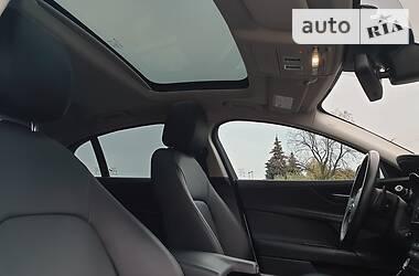 Седан Jaguar XE 2017 в Львові