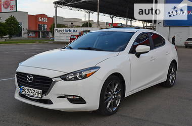 Седан Mazda 3 2018 в Ровно