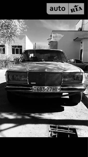 Mercedes-Benz 200 1980 года