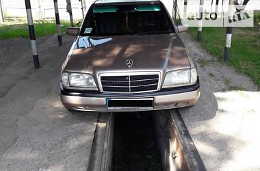 Mercedes-Benz 220 1994 в Нововолынске