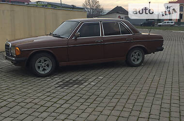 Mercedes-Benz C 200 1983 в Иршаве