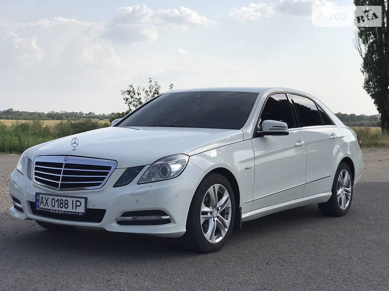 Седан Mercedes-Benz E 200 2012 в Харькове