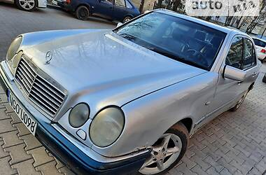 Mercedes-Benz E 220 1998 в Черновцах