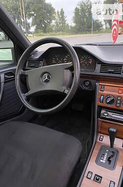 Седан Mercedes-Benz E 300 1989 в Днепре