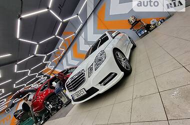 Седан Mercedes-Benz E 350 2012 в Києві