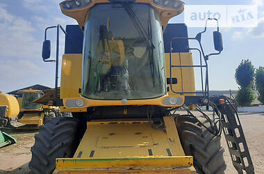 Комбайн зерноуборочный New Holland CSX 2009 в Херсоне