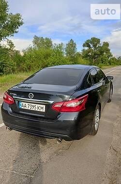 Седан Nissan Altima 2016 в Киеве