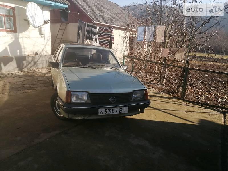 Opel Ascona 1985 в Могилев-Подольске