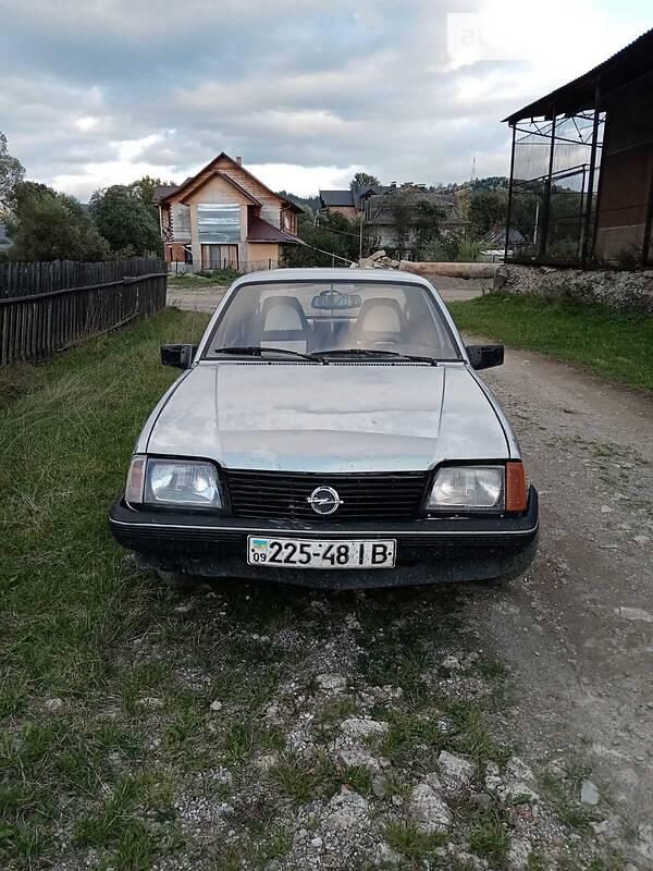Седан Opel Ascona 1984 в Верховині