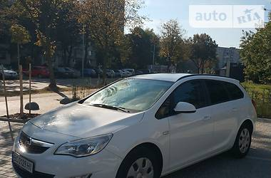 Opel Astra J 2011 в Львове