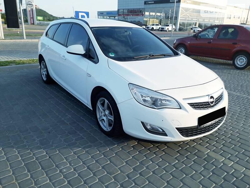 Opel Astra J 2011 в Мукачевому