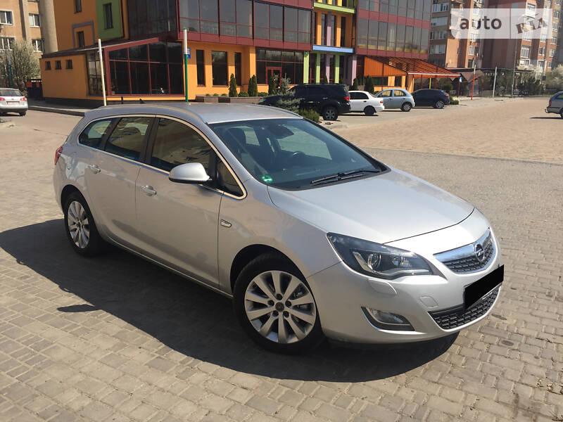 Унiверсал Opel Astra J 2012 в Івано-Франківську