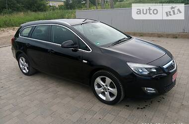 Opel Astra J 2011 в Черновцах