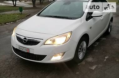 Opel Astra J 2012 в Ровно