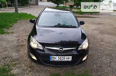 Универсал Opel Astra J 2011 в Ровно