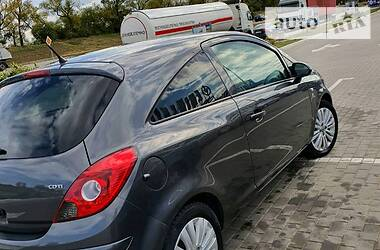 Хэтчбек Opel Corsa 2010 в Стрые