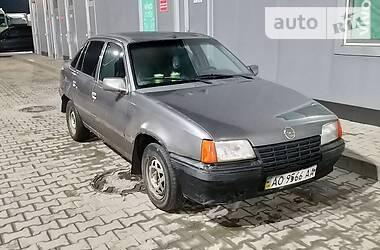 Седан Opel Kadett 1988 в Мукачево