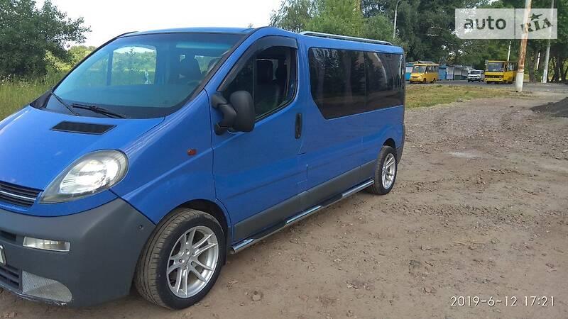 Opel Vivaro пасс. 2005 року в Чернігові