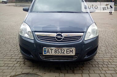 Минивэн Opel Zafira 2009 в Долине