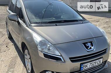 Универсал Peugeot 5008 2011 в Сарнах