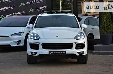 Позашляховик / Кросовер Porsche Cayenne 2016 в Києві