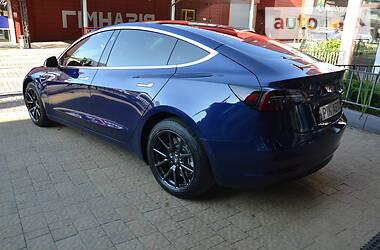 Седан Tesla Model 3 2018 в Львове