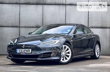 Ліфтбек Tesla Model S 2016 в Києві