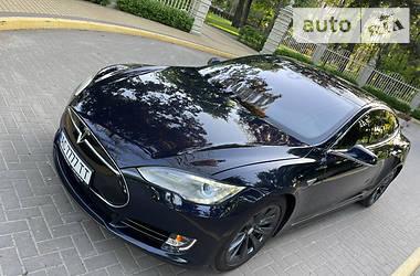 Хэтчбек Tesla Model S 2015 в Киеве