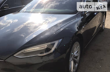 Седан Tesla Model S 2017 в Львове
