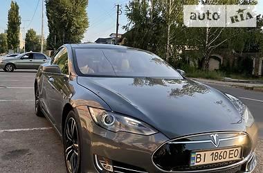 Седан Tesla Model S 2013 в Кременчуці