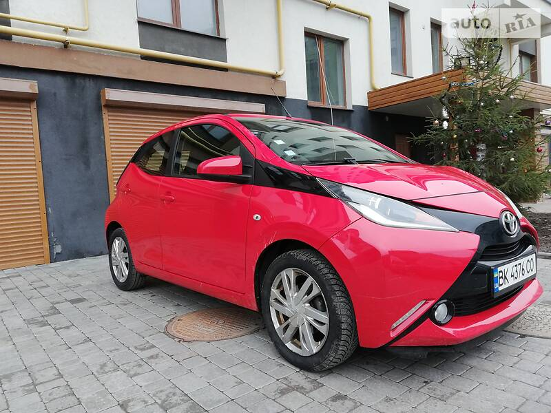 Хетчбек Toyota Aygo 2015 в Рівному