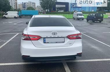Седан Toyota Camry 2018 в Киеве