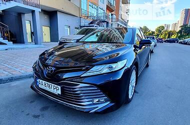 Седан Toyota Camry 2019 в Києві