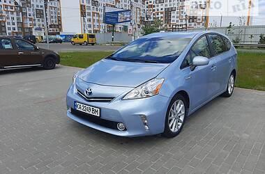 Универсал Toyota Prius v 2013 в Киеве
