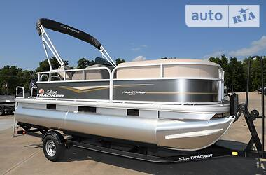 Tracker Party Barge 2021 в Дніпрі