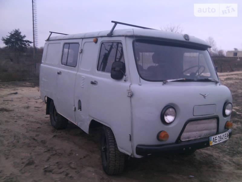 UAZ (УАЗ) 452 пасс. 1994 года в Луганске