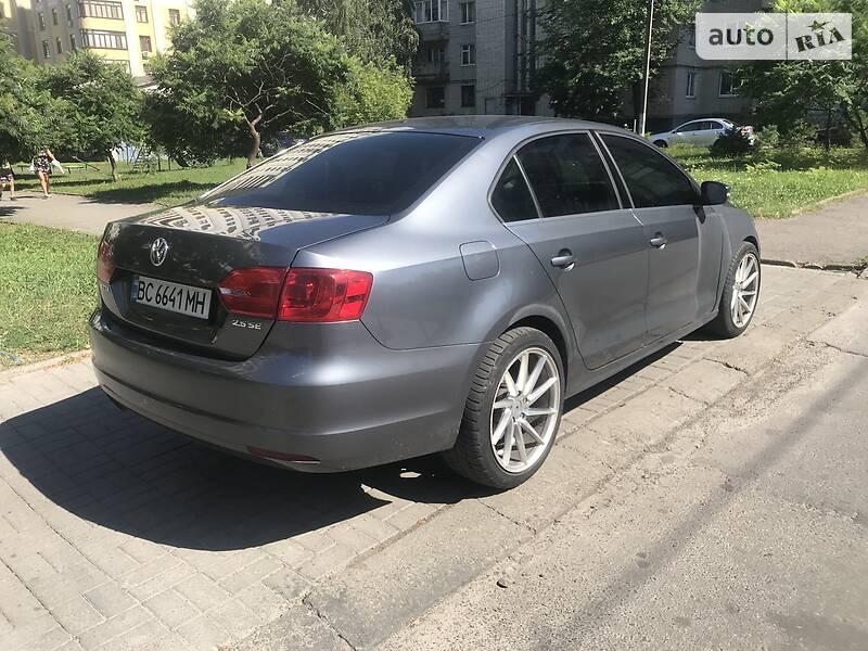 Седан Volkswagen Jetta 2013 в Львові