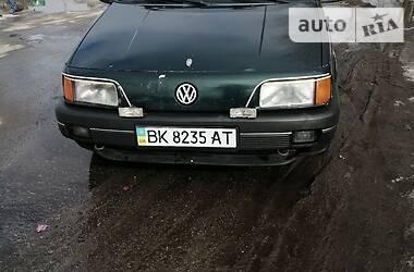 Volkswagen Passat B3 1988 в Корце