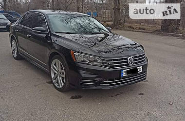 Седан Volkswagen Passat B7 2016 в Сумах