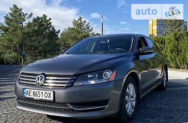 Седан Volkswagen Passat B7 2014 в Днепре