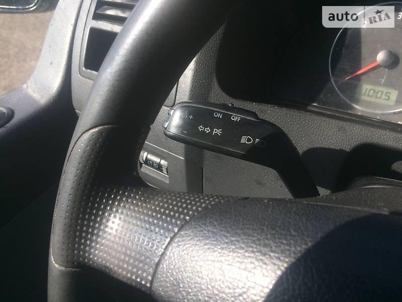Volkswagen T5 (Transporter) пасс. 2004 в Золочеве