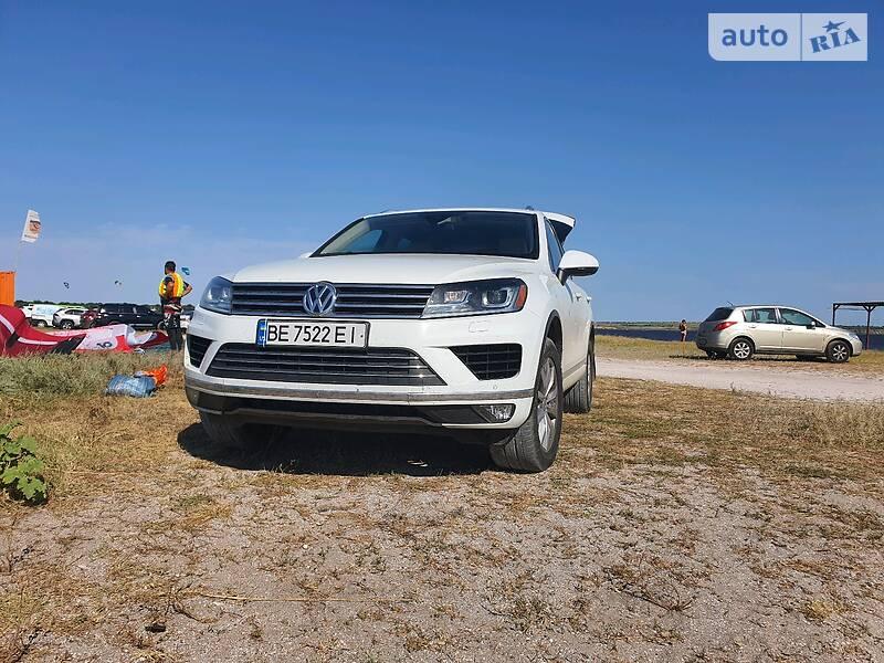 Внедорожник / Кроссовер Volkswagen Touareg 2016 в Николаеве
