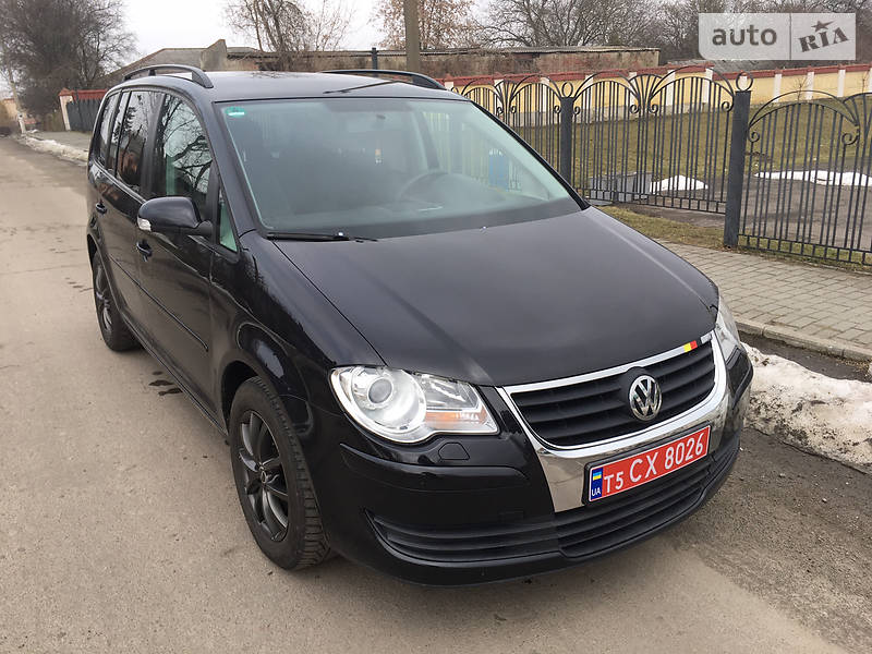 Volkswagen Touran 1.6 MPI     7  mest