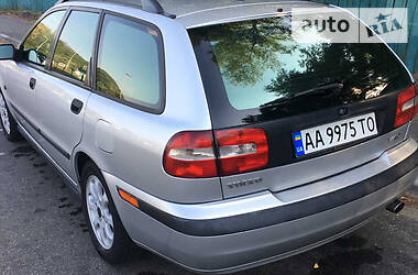 Volvo V40 2001 в Киеве